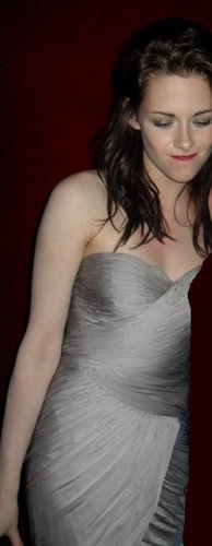 NEW pic of Kristen from the WFE premiere