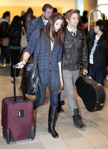 New Candids; Ashley arriving back in Vancouver [19/04/11]
