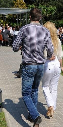 Piqué and 샤키라 나귀, 엉덩이