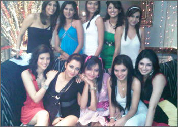 Pyaar ki yeh ek kahani wallpaper containing a bridesmaid called Pyaar ki ye ek kahaani girls