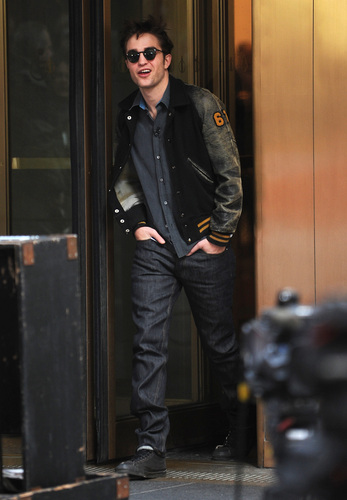 Rob Outside the Today montrer