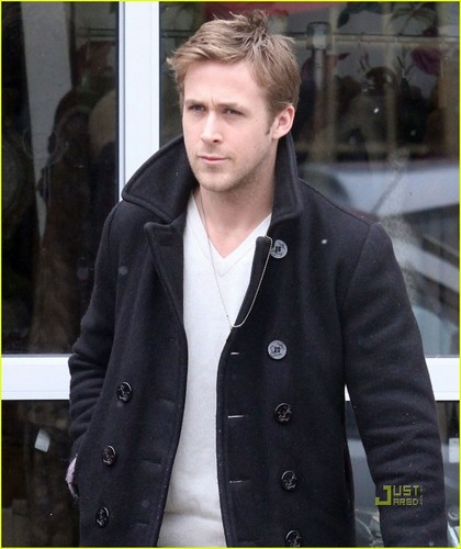 Ryan anak angsa, anak angsa, gosling wallpaper possibly containing a well dressed person, a kacang jacket, and an overgarment called Ryan Gosling: Vintage Shopping in Toronto