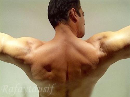 Salman Khan's Flaunting His Super HOT Muscles.