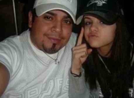 Selena Gomez  on Selena Gomez With Her Dad   Selena Gomez Photo  21178754    Fanpop