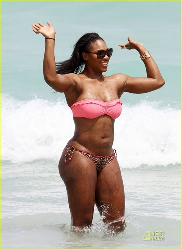 atrizes wallpaper with a bikini titled Serena Williams: Bikini de praia, praia Body!