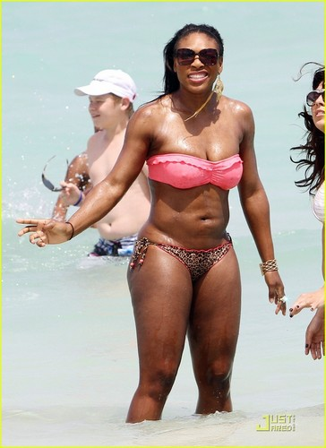 Pelakon wanita kertas dinding containing a bikini titled Serena Williams: Bikini pantai Body!