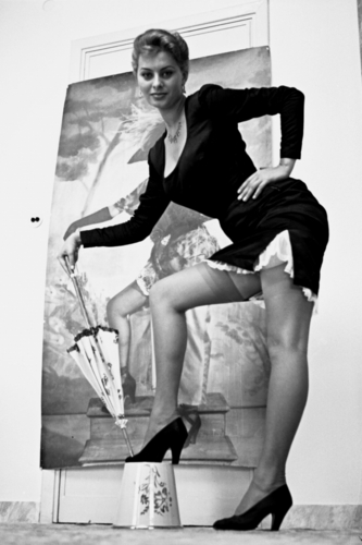 Sophia Loren wallpaper probably with a sign, tights, and a living room called Sophia Loren