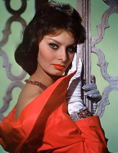 Sophia Loren wallpaper possibly containing a cocktail dress, a dinner dress, and a nightwear titled Sophia Loren
