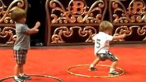 boys dancing to brits musik
