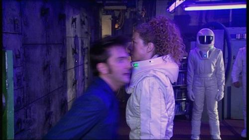 Doctor Who karatasi la kupamba ukuta containing a mitaani, mtaa titled 4x09 Forest of the Dead