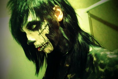 Andy (: