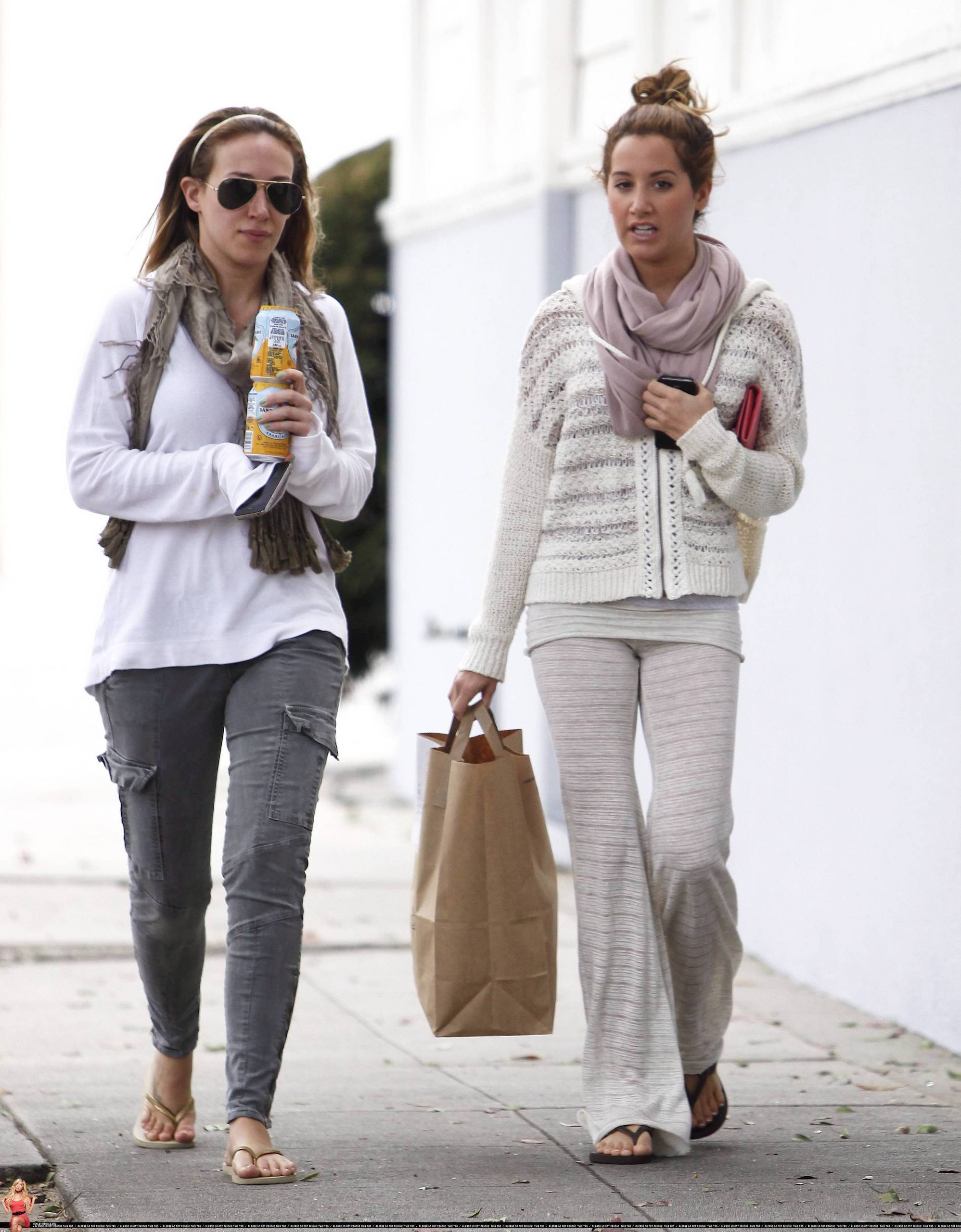 Ashely Get takeout from Sweetsalt with Haylie Duff 21 April 2011 ashley tisdale 21276931 1997 2560 Colin Farrell admitted in a recent interview that he danced nude for Salma ...