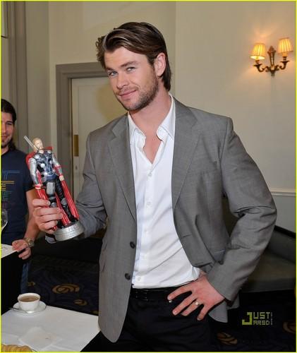 Chris Hemsworth: Thor Slurpee Cup!