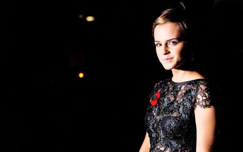 Emma Watson (HP7 Premier) Wallpaper