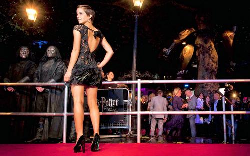 Emma Watson (HP7 Premier) 壁纸