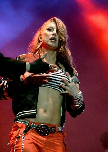 Fergie grab her boobs :D