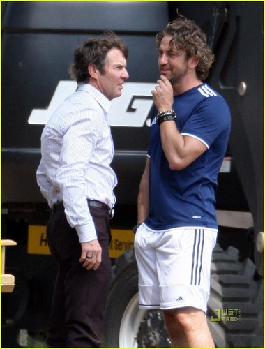 Gerard Butler Plays The Field with Dennis Quaid