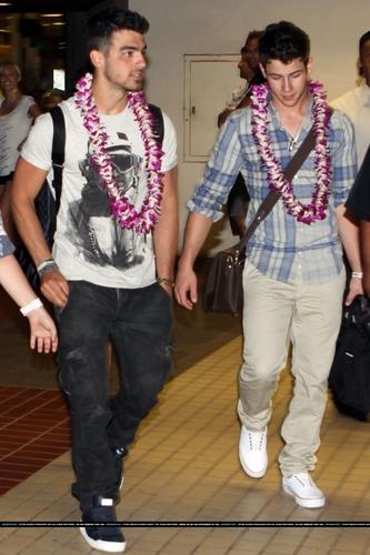 Jonas chegando no Havaí
