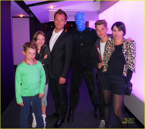 Jude Law: Blue Man Group with Sadie Frost & Kids!