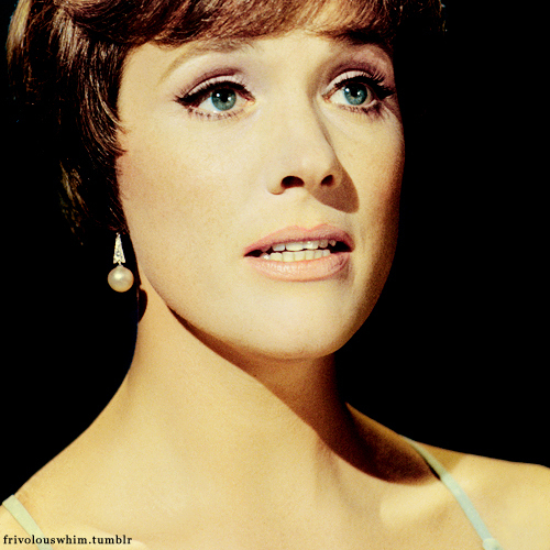 Julie Andrews wallpaper containing a portrait called Julie Andrews