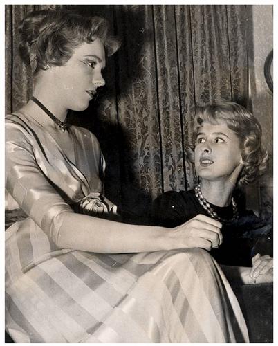 Julie Andrews hình nền entitled Julie Andrews