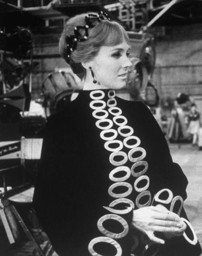 Julie Andrews hình nền titled Julie Andrews