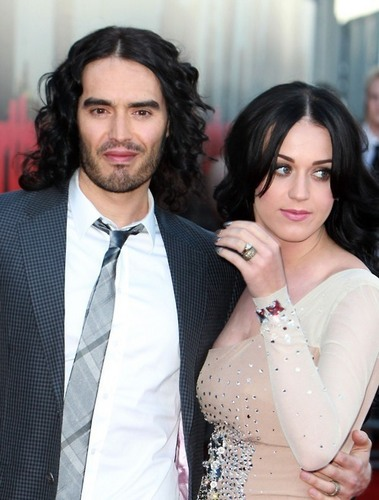 Katy Perry and Russell Brand at the 런던 Premiere of Arthur