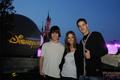 Luis, Ana y Mario en Disneyland