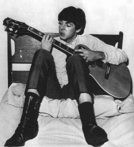 Paul McCartney 壁紙 probably containing a guitarist titled Paul McCartney