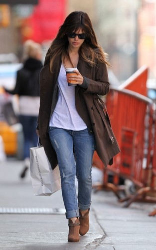 Rachel out in NYC