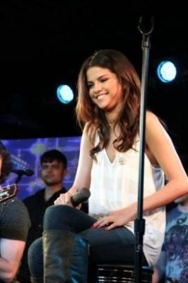 Selena Gomez KIIS FM - Jojo On the Radio