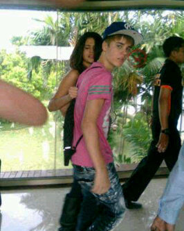 Selena & Justin have arrived in Indonesia!! :)