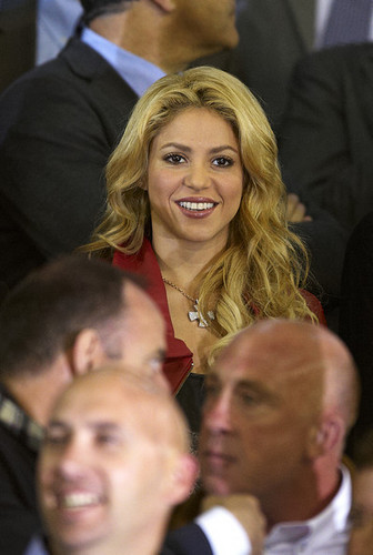 shakira stopped cheering Rafael Nadal, now she cheer Gerard Piqué !