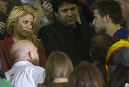shakira stopped cheering Rafael Nadal, now she cheer Piqué !