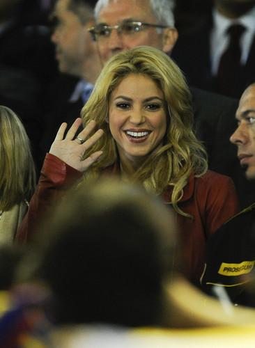 샤키라 stopped cheering Rafael Nadal, now she cheer Piqué !