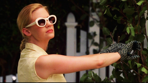 January Jones fond d'écran with sunglasses called as Betty Draper- season 1