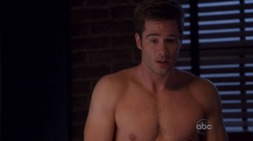 Luke Macfarlane Hintergrund with a hunk, a six pack, and skin called sexy luke