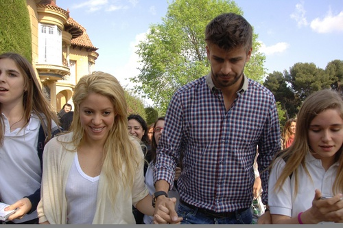 Shakira breast and piqué big picture !