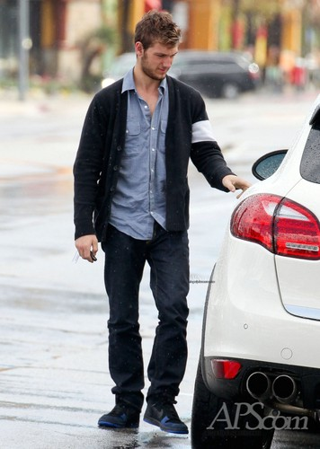Alex Leaving The renard and Hounds Pub [26 Feb]