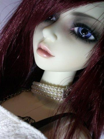 Bjd (ball-jointed doll)
