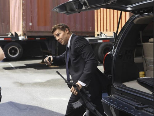 Seeley Booth wallpaper with a business suit called bones 6x22 Promotional fotografias