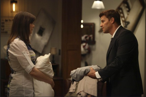 Seeley Booth kertas dinding with a business suit titled Bones 6x22 Promotional foto-foto