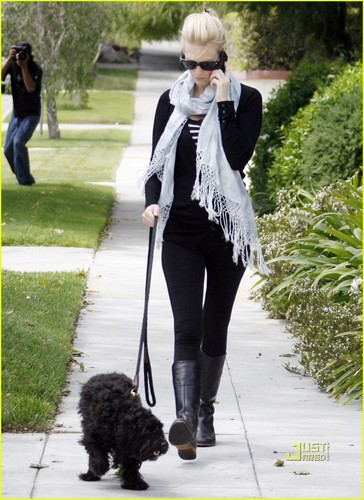 January Jones: Weekend Dog Walking