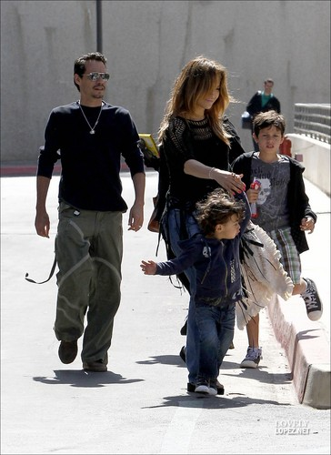 Jennifer - Leaving a movie theater with her family - 23 April 2011