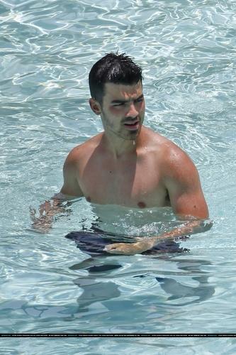 Joe na piscina do hotel - Havaí