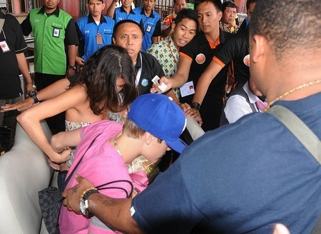 Justin and Selena Arrived in Indonesia.
