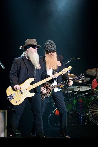 Live In Newcastle Australia 04/19/2011