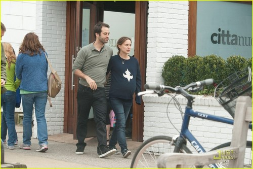Natalie Portman & Benjamin Millepied Head to the Hamptons