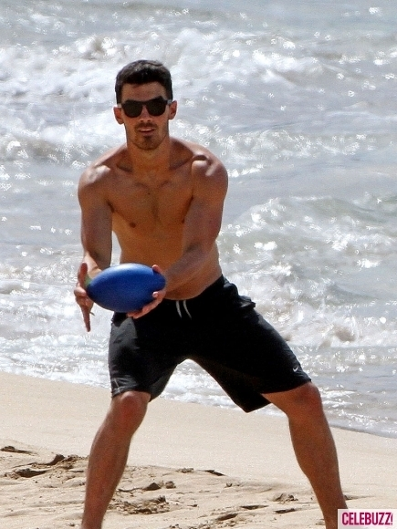 Nick&Joe Jonas at hawaii!