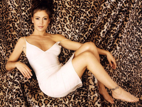 Charmed wallpaper probably containing a dinner dress and a cocktail dress entitled Phoebe Halliwell/Alyssa Milano